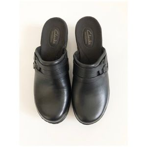 Clarks Bendables Black Leather Mules Size 7.5